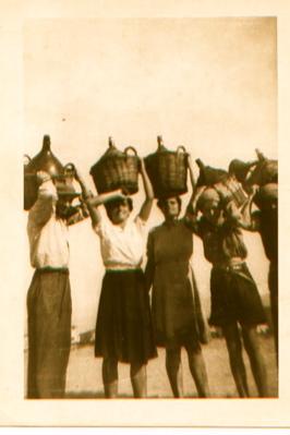 women-wwine-on-heads-2.jpg
