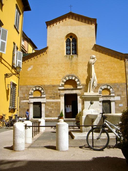 church w:statue